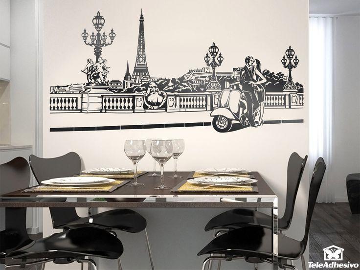 Vinilo inspirado en una escena romántica en París. Pareja de enamorados y motocicleta scooter Vespa en uno de los puentes que cruzan el río Sena y con la torre Eiffel al fondo.