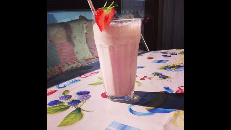 Nothing is better than a cold smoothie on a hot day ☀️☀️🍓