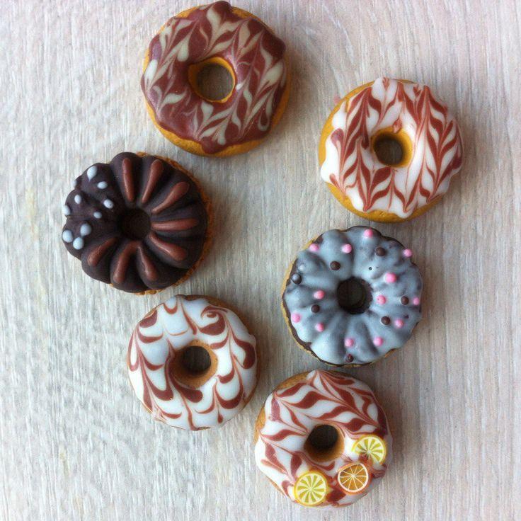 Фото изделий из полимерной глины пончики