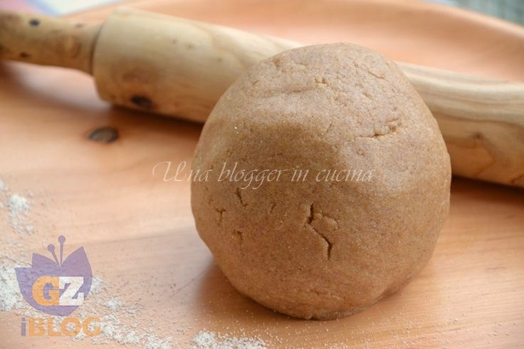 Pasta frolla al farro, con olio nell'impasto, senza burro, più leggera, dal sapore rustico.