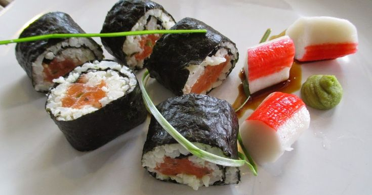 Hiilarittomat Sushit on ajatuksena hautunut pitkään. Eli sushi ilman riisiä !  Tänään sitten sain itseäni niskasta kiinni ja toteutun ajatuk...