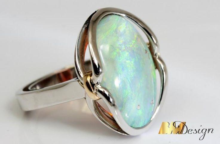 Pierścionek z opalem projekt i wykonanie Bm Design. Zjawiskowy, okazały pierścionek z opalem. Kolorowy - Biżuteria na indywidualne zamówienie. Opal Złoto Diamenty Szafiry Biżuteria Platyna