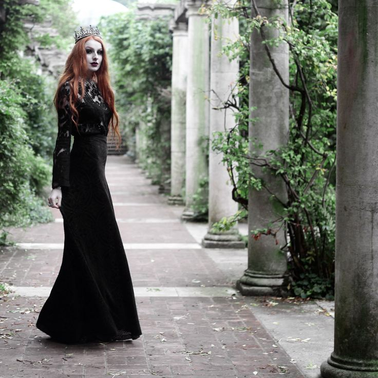 'Witch Hunter' crown worn and styled by red haired blogger Olivia Emily  #halloween #goth #grunge