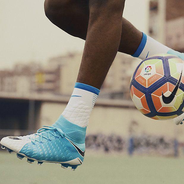 Découvrez un choix de chaussures de football unique sur 11footballclub