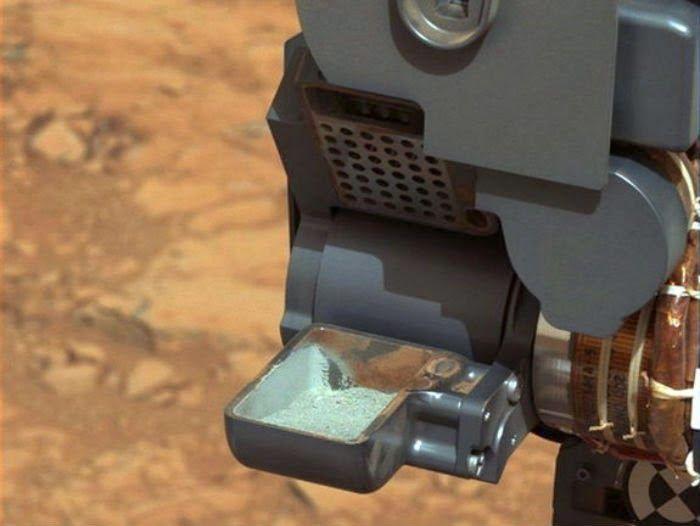El Rover Curiosity  de la NASA ha profundizado en Marte para recoger muestras, y ha puesto de manifiesto que bajo la superficie polvorient...