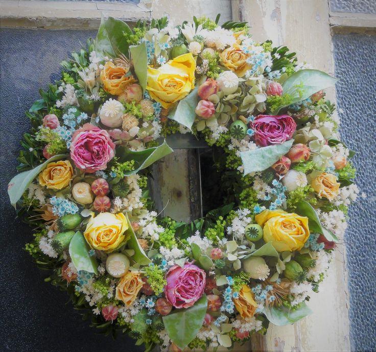 Romantický+věnec+v+pastelových+barvičkách+Věnec+jsem+vyrobila+z+velkokvětých+růží+a+dalších+sušených+květin.+Krásná+romantická+dekorace+vhodná+i+jako+netradiční+dárek.+Velikost+36cm.+Ihned+k+dispozici.