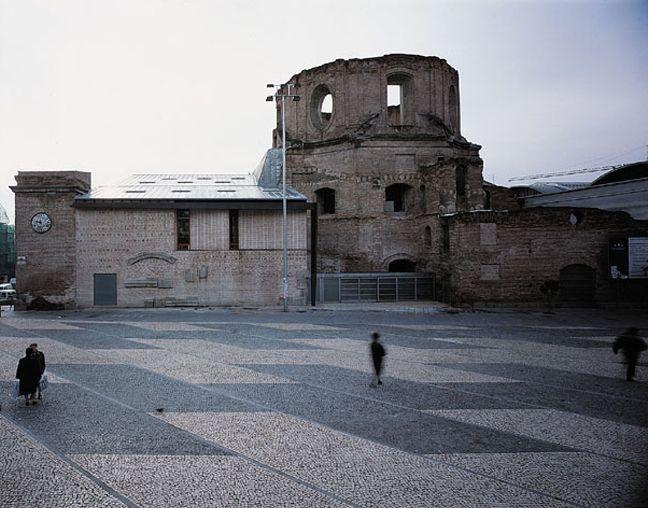 Kulturcenter i Lavapiés i Madrid av Jose Ignacio Linazasoro.