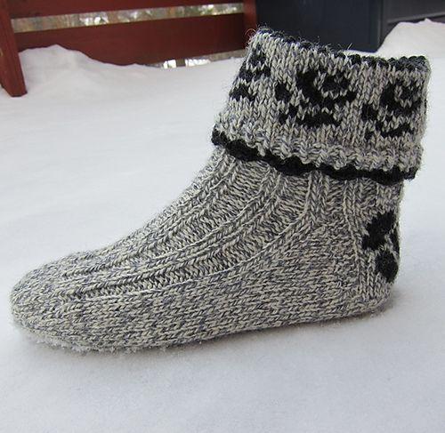 Ravelry: Lovely & Thick Rose Socks / Pynteraggen pattern by Wenche Roald
