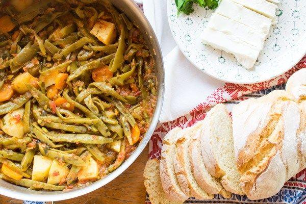 BEST EVER recipe for delicious Greek green beans (Fasolakia lathera)!