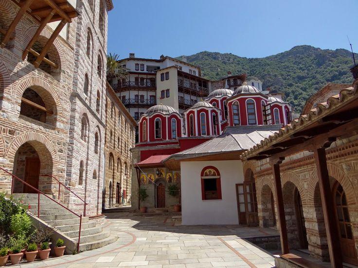 Porta (monastery courtyard) through the eyes of dekanski