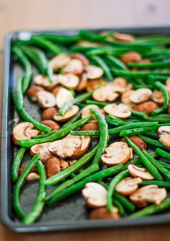 Roasted Green Beans and Mushrooms  by onmywaytoskinny #Green_Beans #Mushrooms #healthy