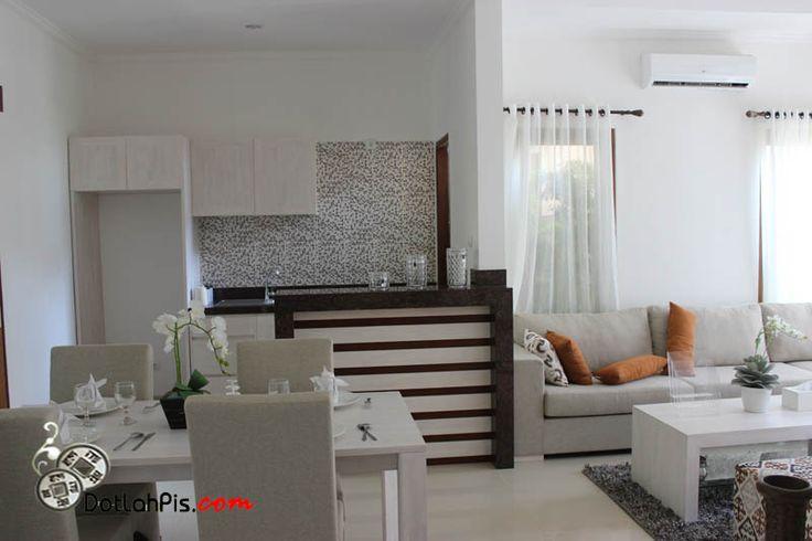 Dijual Rumah Cluster Lantai II Minimalis Modern di ROYAL GARDEN Residence Jalan Taman Mumbul Nusa Dua Bali dekat TOLL ATAS LAUT BALI MANDARA dengan Spesifikasi Luas Tanah 148 m2 dan Luas Bangunan 150 m2 yang terdiri dari 3 Kamar Tidur + 1 Kamar Tidur Pembantu dengan 4 Kamar Mandi dilengkapi dengan Fasilitas CLUB HOUSE – CHILDREN DAY Care Centre – KOLAM RENANG – FITNESS Centre – FOOD COURT & Mini Market – RESTAURANT – JOGGING Track dan Pengamanan SECURITY 24 jam yang menjamin kenyamanan da...