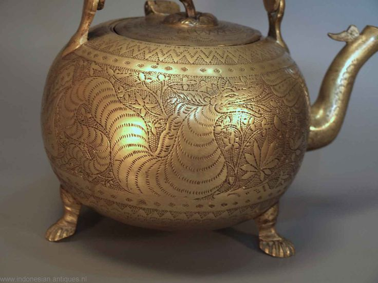Nicely decorated brass kettle, Java around 1880, The decoration shows a Naga, the mythical seasnake.