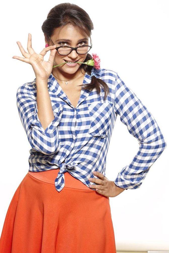 Lara Dutta Geek Look in Singh is Bling - IndiaShor.com