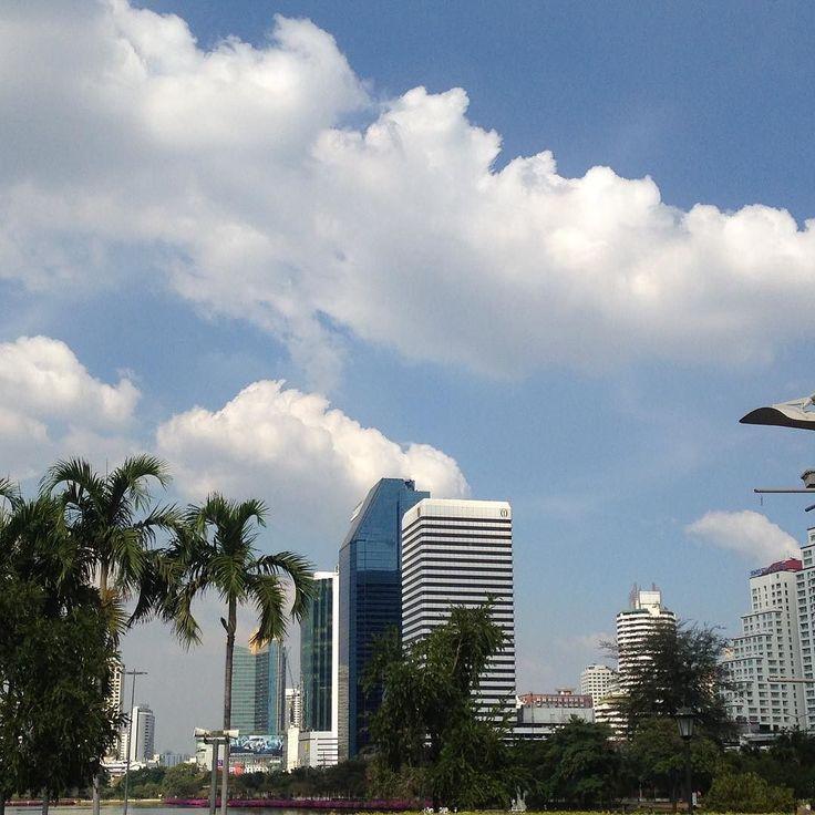 住んでない人限定 こんな風景だけだどハワイシンガポールって思わないですか 以上現地バンコクよりお伝えしました) #散歩 #世界観 #偏見 #固定概念 #理解 #海外 #経済発展 #高層ビル #thailand #bankoku #タイ #バンコク #cocoacana