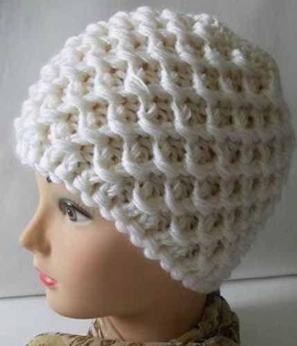 Интересный и несложный объемный узор с обвитыми петлями.   Для вязания шапочки использованы пряжа Сапфир(Вита) в 2 нити (130 г) и спицы 4,5.