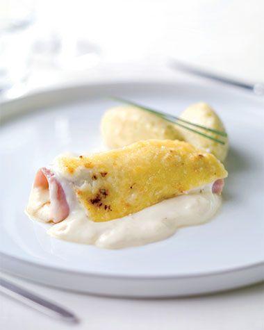 Bereiden:Maakde witloofrolletjes:Verwijder het hart uit het witloof, zorg dat de blaadjes niet openvallen. Smelt de boter en kleur hierin het witloof lichtjes aan. Kruid aan beide kanten met peper en zout. Voeg een bodempje water toe en braiseer het witloof ca. 1 uuronder bakpapier met het deksel op de pan. Haal het witloof uit de pan en houd de jus opzij voor de saus.Maak de puree: