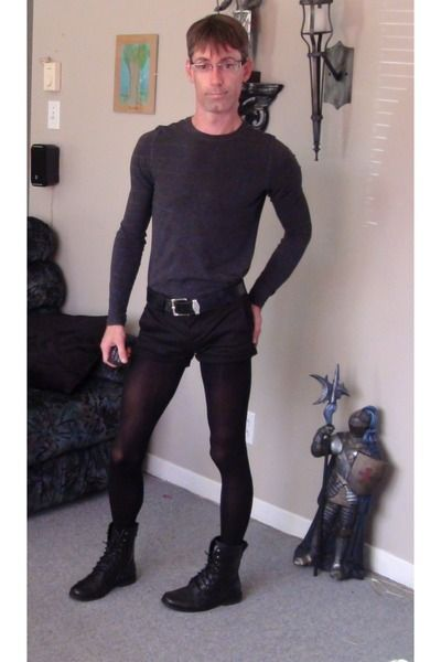 Men wearing ladys pantyhose or tights