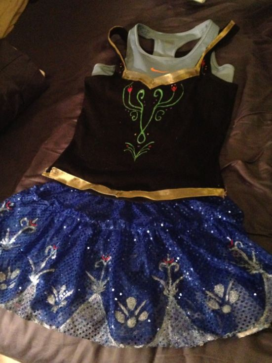 Anna running costume.. If I can find an Elsa running costume I am totally getting it for my princess 5k!