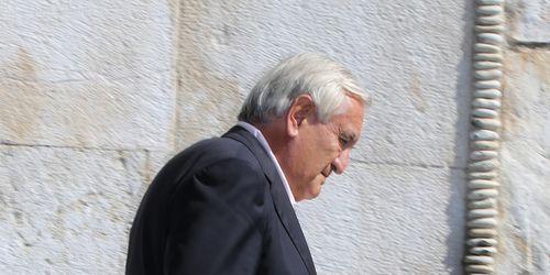 Lundi de Pentecôte: Jean-Pierre Raffarin victime d'un coup de chaud #pentecote #raffarin #ministre
