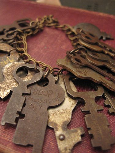 Old Keys I Love Stunning bracelet with lots of cool keys - <3 it!