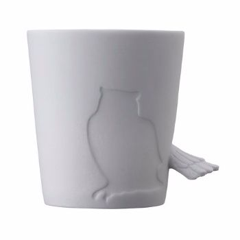 Kinto Porcelain Owl Drinking Mug: Porcelain owl drinking mug by Kinto. Designed to be used either as a mug or as a candle holder it can also bring pleasure simply as a decorative ornament displayed on a shelf or cabinet.