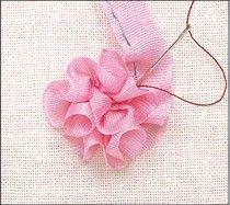 Comment broder une fleur en ruban?                                                                                                                                                     Plus