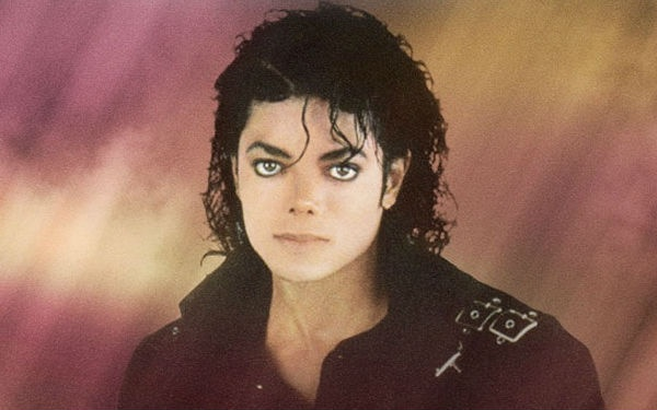 To celebrate the birthday of late Michael Jackson, Pepsi and Twitter will be live streaming on Wednesday night a tribute concert.Pepsi Twitter, Michaeljackson Watches, Living Stream, Jackson Birthday, Michael Jackson Watches, Tribute Concerts, Concerts Living, Late Michael, Birthday Tribute