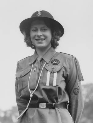 Königin Elisabeth als Pfadfinderin, 1942 ----  Queen Elizabeth in Girl Guide Uniform in 1942