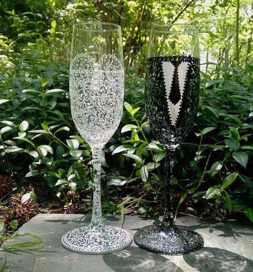 Copas para bodas con un detalle exquisito para que el novio y la novia brinden por un comienzo feliz y próspero.