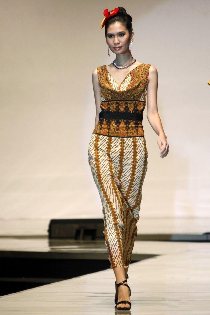 Lu Kun (China) using Danar Hadi batik