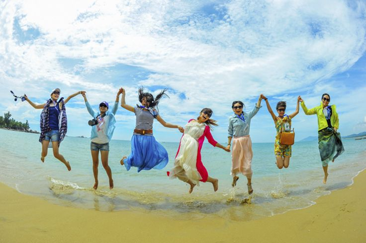 Happy time flies! Hold hands and #jump high to make a #memory of a #lifetime! #Sanya #China #SanyaRepin #SanyaHeartstoHearts #Whererefreshingbegins #Girls #Beach #Sea #BlueSky #Vacation #Holiday #Party #Travel #Love #GroupPhoto