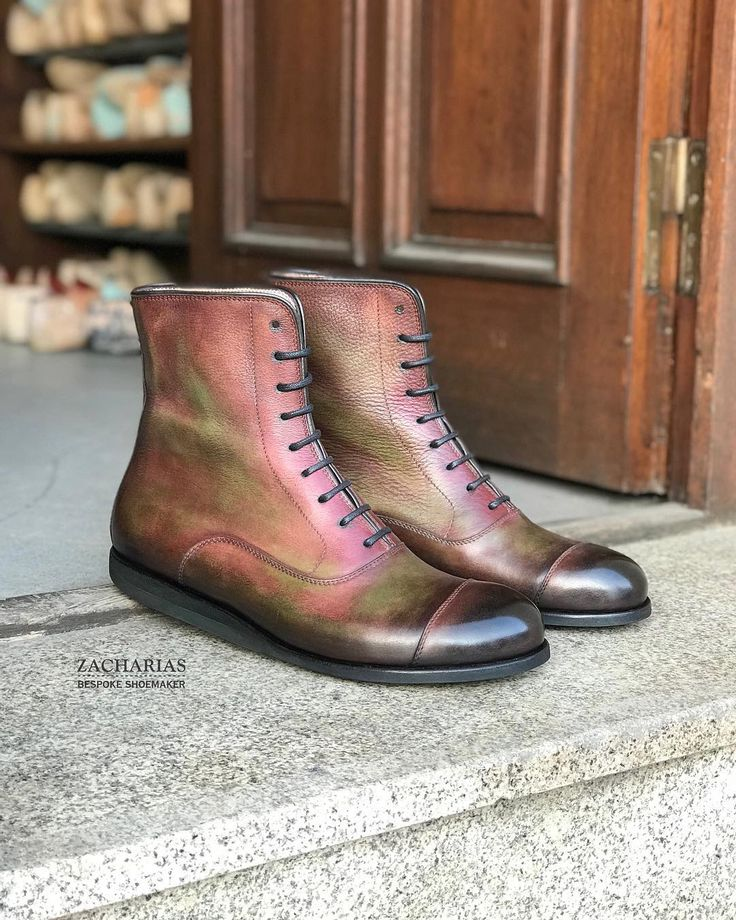 Kolega David si udělal nové ručně patinované kotníkové #boty. Co na ně říkáte? Mně se moc #libi. Radek . #newshoes #bespokeshoes #patina #handmade #handsewn #leatherwork #luxuryshoes #luxurylife #tochces #tochci #iwant #ilike # #shoemaking #shoestagram #shoesoftheday