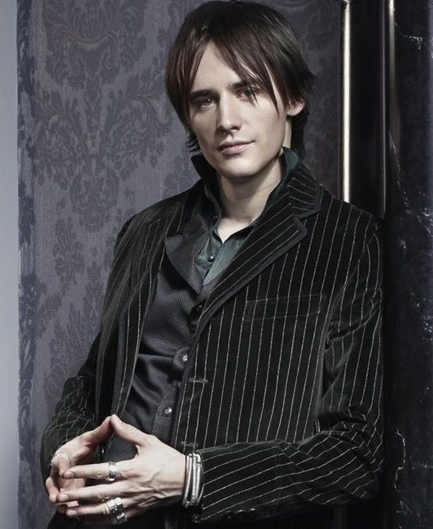 Reeve Carney would make a sexy Morpheus, and *bonus!* he has a beautiful singing voice for lullabies. ;) Check out this video for a sample: https://www.youtube.com/watch?v=dXZOBKPQBPE