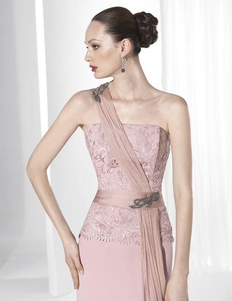 Trajes de fiesta largo con falda Crep rosa y cuerpo Crep y Giupur nude.