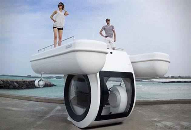 Personal Semi-Submarine Boat!  'Ego', a compact semi-submarine designed by raonhaje    Billing itself as the world's 'first compact semi submarine', the 'ego' craft by korean company raonhaje is built around a submergeable core, permitting the private enclosed underwater excursions of individuals, couples, and families.