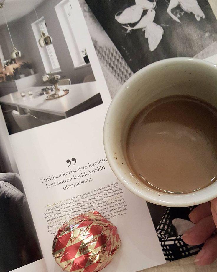Kun ulkona on kylmää ja harmaata isännältä saatu (suklaa)suukko lämmittää mielen ja vie kielen  #kahvi #coffee #eveningcoffee #coffeeaddict #suklaasuukko #chocolate #sisustuslehti #inredning #decoinspiration #hygge @gloriankoti #decomagazine #lifestyleblogger #nelkytplusblogit #åblogit #ladyofthemess
