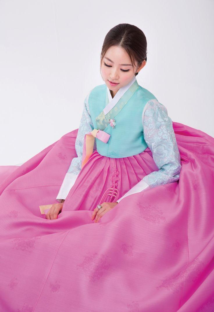 86 best Hanbok Wedding Dresses images on Pinterest | Traditionelle ...