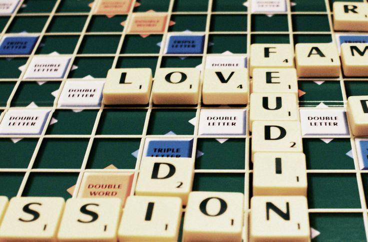 """Scrabble sau """"Jocul Cuvintelor"""" este un joc in care doi pana la patru jucatori construiesc cuvinte pe o plansa de 15×15 patratele. Constructia cuvintelor aduce puncte, iar cel mai mare puntaj castiga jocul. Cuvintele trebuie ...."""