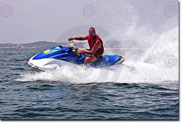 Besides picturesque surroundings and a tranquil atmosphere, the waters at the Cavelossim beach are perfect for jet skiing which incorporates you to taste its water when you dip into the blue waters.Tourists can book tours for 10 or 15 minute ride.