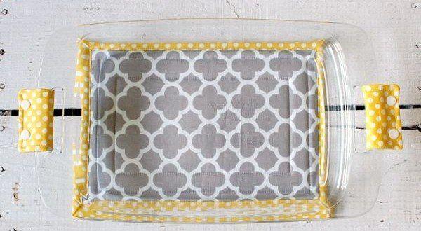 Você pode fazer capa de pirex em tecido para facilitar a sua vida nos momentos que você precisa transportar travessas quentes. E esta peça também pode