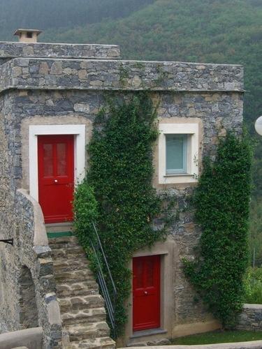 Castlebianco, Italy red doors #myobsessionwithreddoors