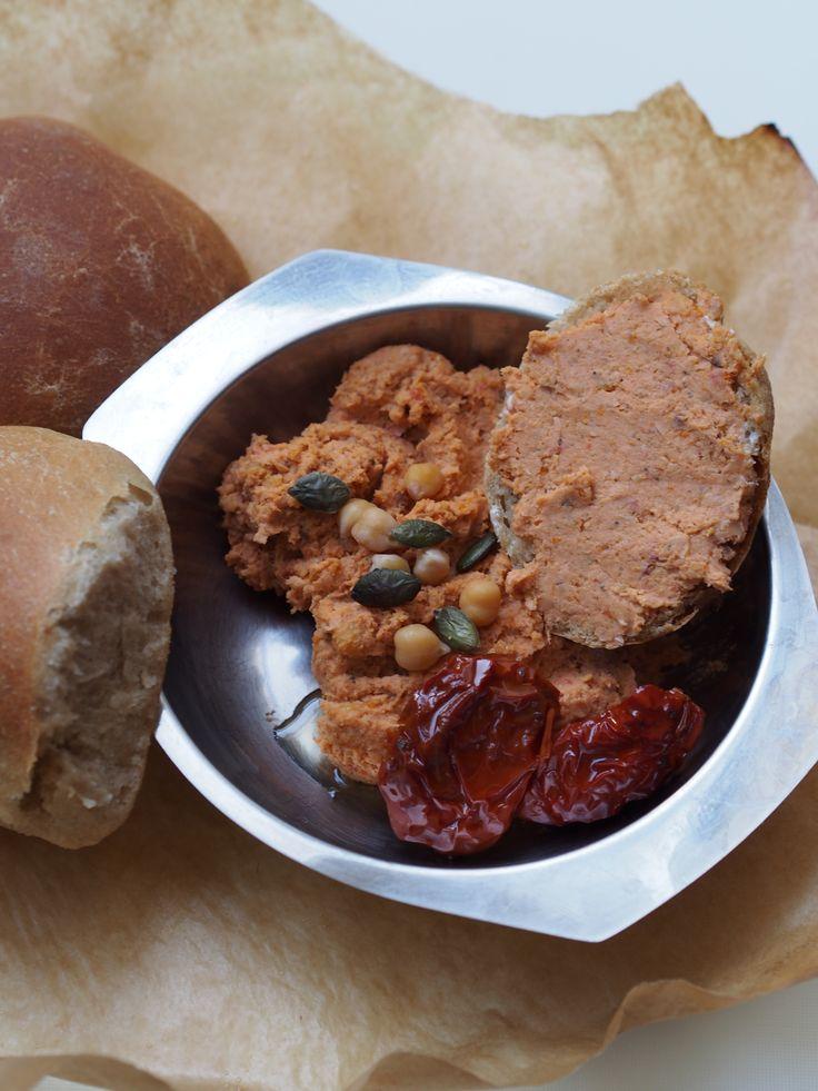 pasta z ciecierzycy i suszonych pomidorów, na kanapkę, do chleba