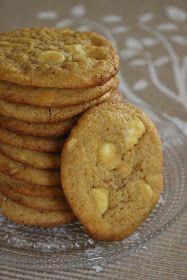 Valkosuklaa ja sitruuna, täydelliset kaverukset yhdessä ♥ Näissä cookieissa maut olivat loistavasti tasapainossa, sekä sitruuna että valkos...