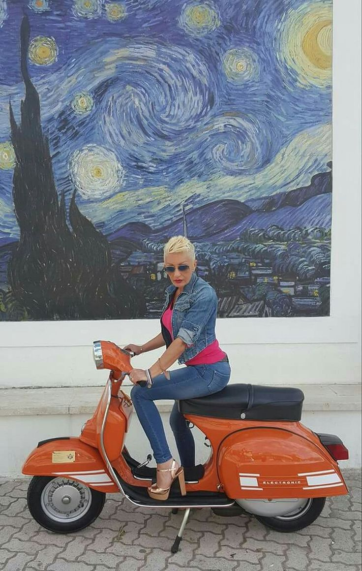 Scooter Girl Vespas 136