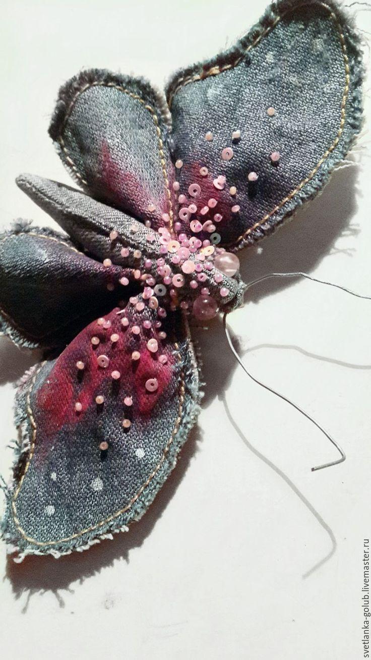 Купить Текстильная брошь джинсовая бабочка с пайетками и бисером - розовый, синий, джинсовый стиль