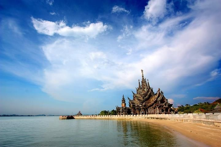 Santuary of Truth in Pattaya, Thailand - must see best sights attractions
