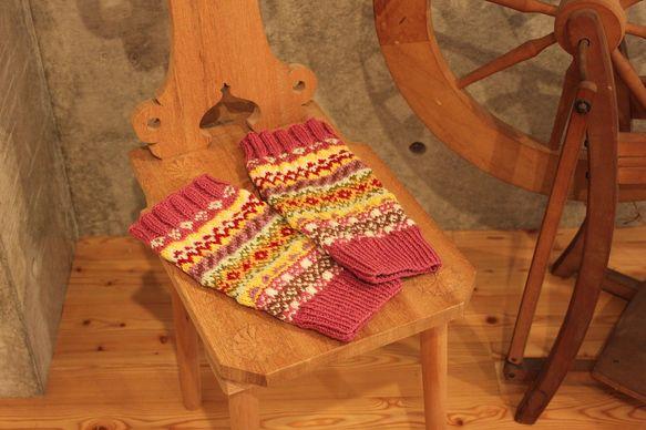 メリノウールの毛糸で編みこんだレッグウォーマーです。10代~成人女性サイズ。周囲32cm(平置16cm)×34cm|ハンドメイド、手作り、手仕事品の通販・販売・購入ならCreema。