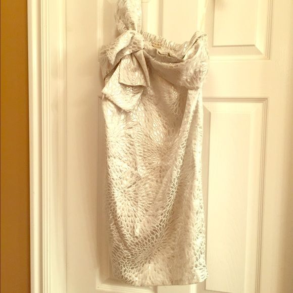White and silver dress White and silver one shoulder dress, worn once has been sitting in my closet ever since. Dresses One Shoulder