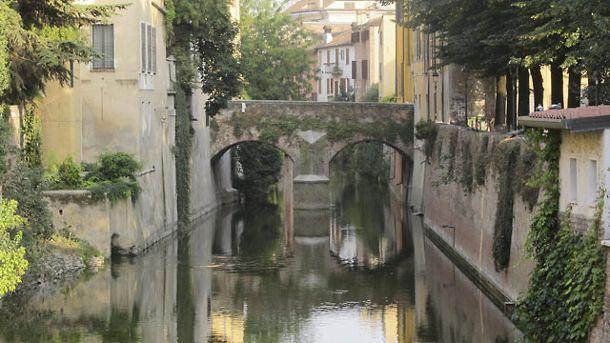 Mantua ist eine wundervolle Stadt mit Kanälen und Reisfeldern. (Quelle: H.W.Rodrian/SRT )